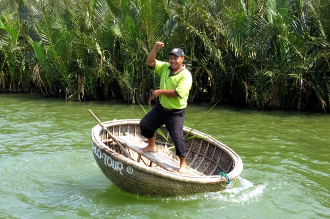 Fisherman attempts to do Gangnam Style on his bamboo boat