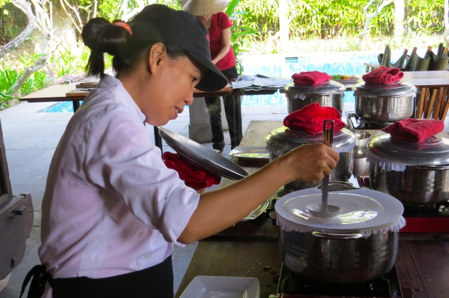 Mimi demonstrates how to make fresh rice paper rolls