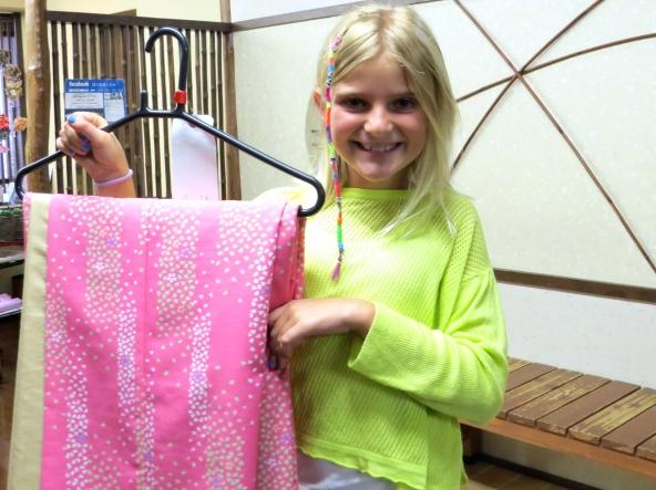 Zoe chooses a bright kimono fabric